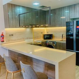Kitchen with breakfast bar - Dubai Apartment - Kristal property